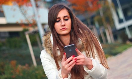 3 Texting and Dating Things That Are Driving Him Away